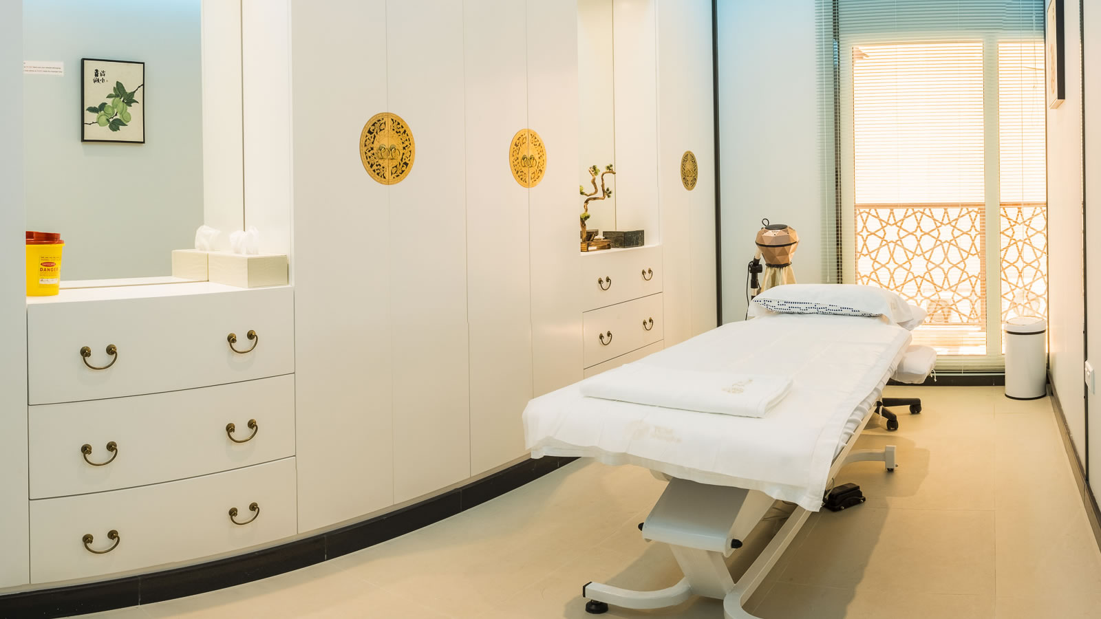 TCM shanghai, traditional Chinese medicine, acupuncture, cupping, massage